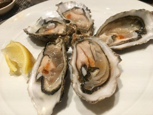 Holiday_Inn_Atrium_Oysters