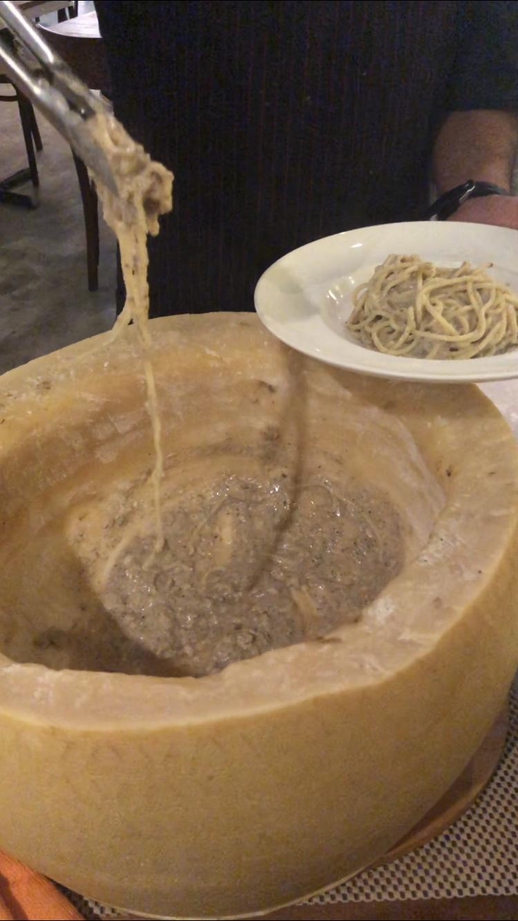 Kucina_Cheese_Wheel_Pasta