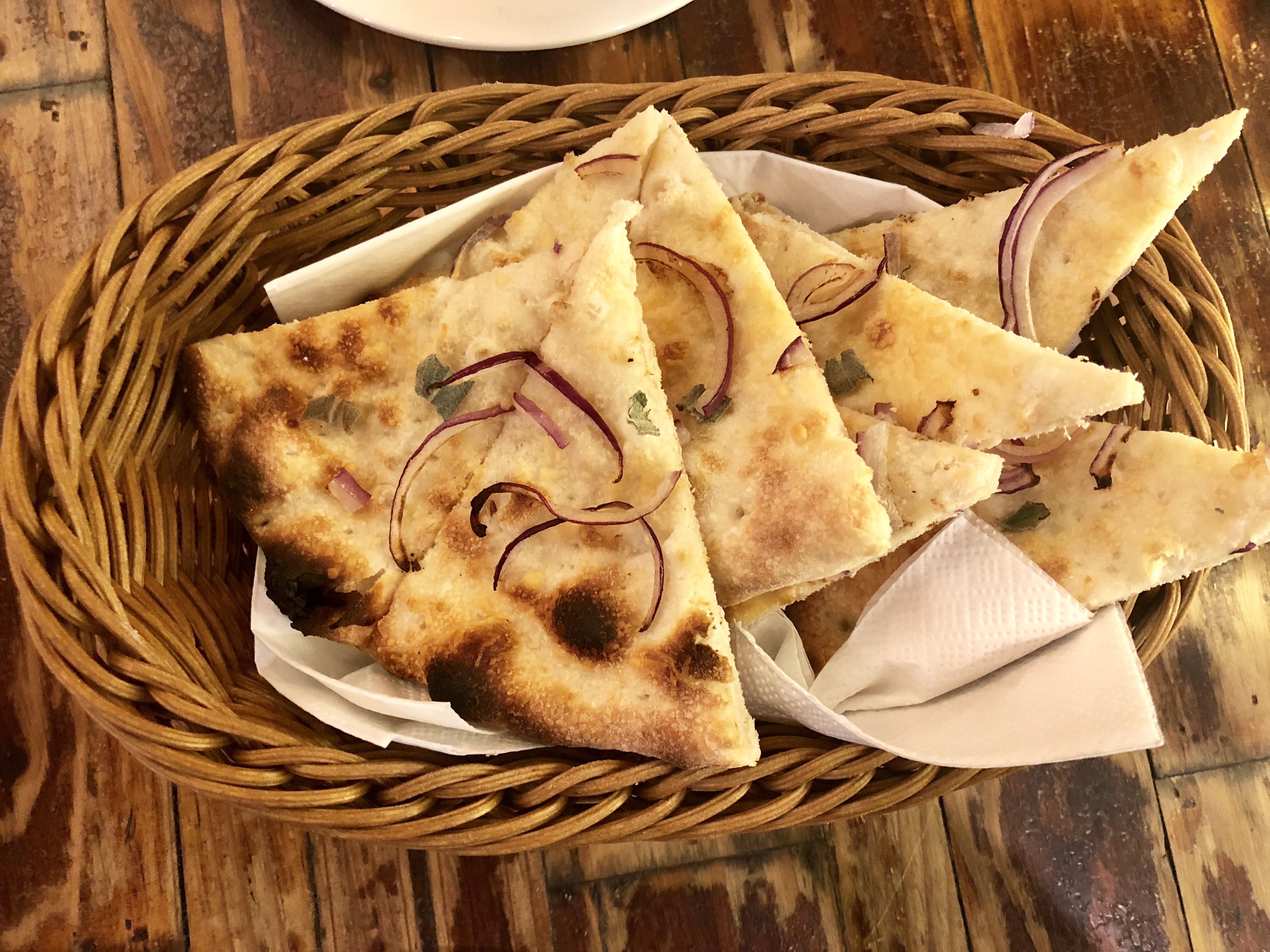 Kucina_Pizza_Bread_Salvia